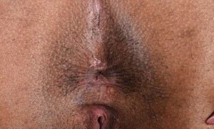Ebony amateur Zoey Reyes slips fingers into her pussy to part her labia lips