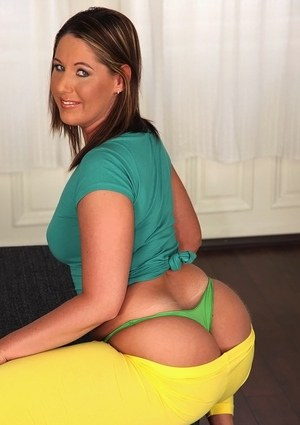 Thick solo model free her big fat ass from bright yellow yoga pants