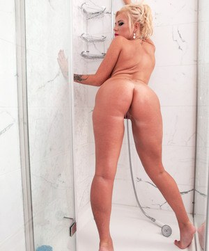 Thick solo model Tia Clegg gets naked and proceeds to masturbate in the shower