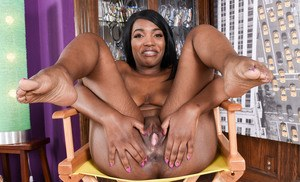 Black amateur Daya Knight shows off her bald pussy in her bare feet