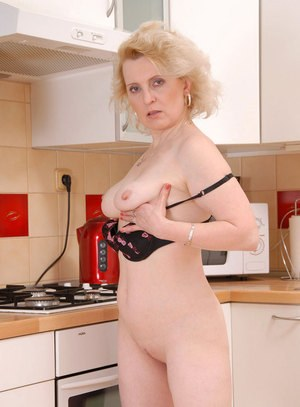 Mature lady plungers her fingers in between her meaty labia lips