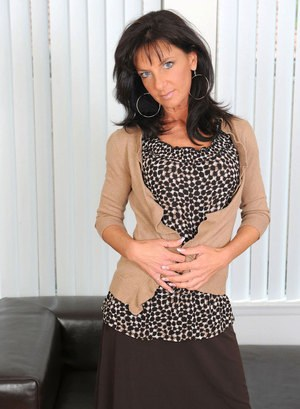 Older brunette lady Sarah Bricks uncovers her big tits before toying her twat