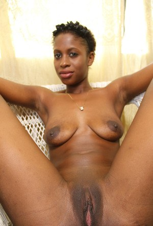 Leggy black amateur Kaye proudly displays her pink pussy