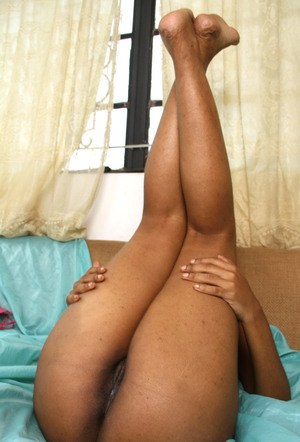 Ebony first timer Maite slips off pink bra & panty set before showing her twat