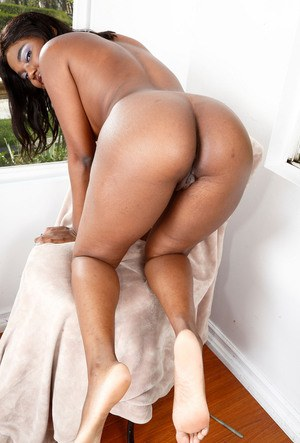Ebony chick Yara Skye unzips and disrobes for a chance to pose in the nude