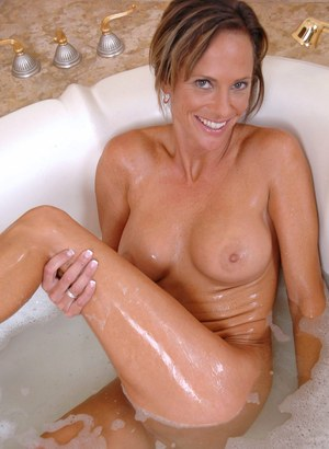 Older woman Montana Skye takes care of her horny pussy in the bathtub