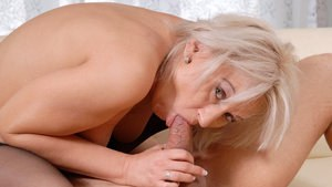 Hot older woman drips jizz from her twat after fucking her daytime lover