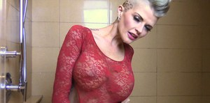 Top pornstar Joslyn James exposes her big boobs and butt in the shower