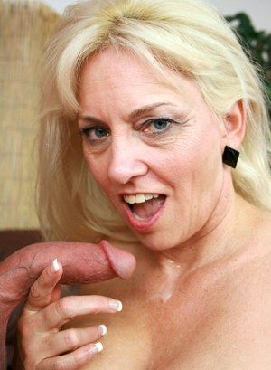 Older blonde lady Calam Craves seduces her personal trainer