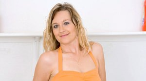 Middle-aged lady Nicole Logan reveals her clit after disrobing in laundry room