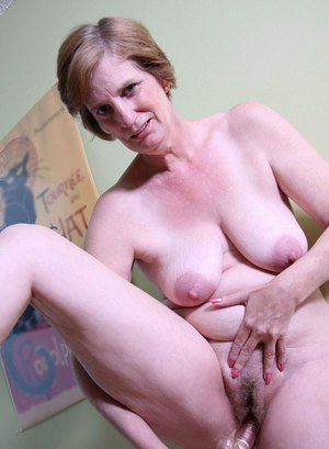 Thick older woman Raylynn strips to joggers and socks before toying her pussy