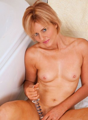 Mature lady shaves her pussy clean before toying herself in the bathtub