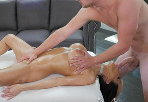 Big titted chick Veronica Rayne sucks her masseurs dick while getting massaged