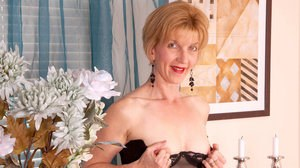 Aged woman Poppy takes a dildo to her natural pussy while masturbating