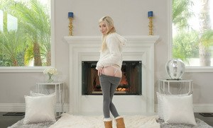 Blonde cutie Piper Perri pulls down her yoga pants on way to showing her twat