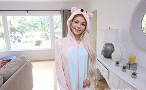 Cute blonde girl Elsa Jean slips out of her sleeper for nude posing