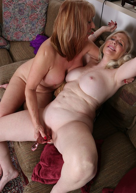 Horny mature dick riding